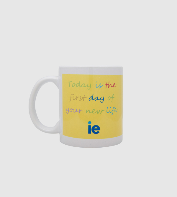 "Taza ""Today is…"" de color amarillo front"