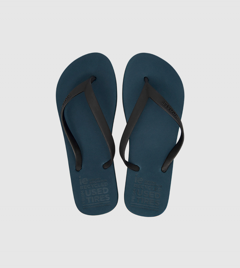IE Flip Flop. Navy color front