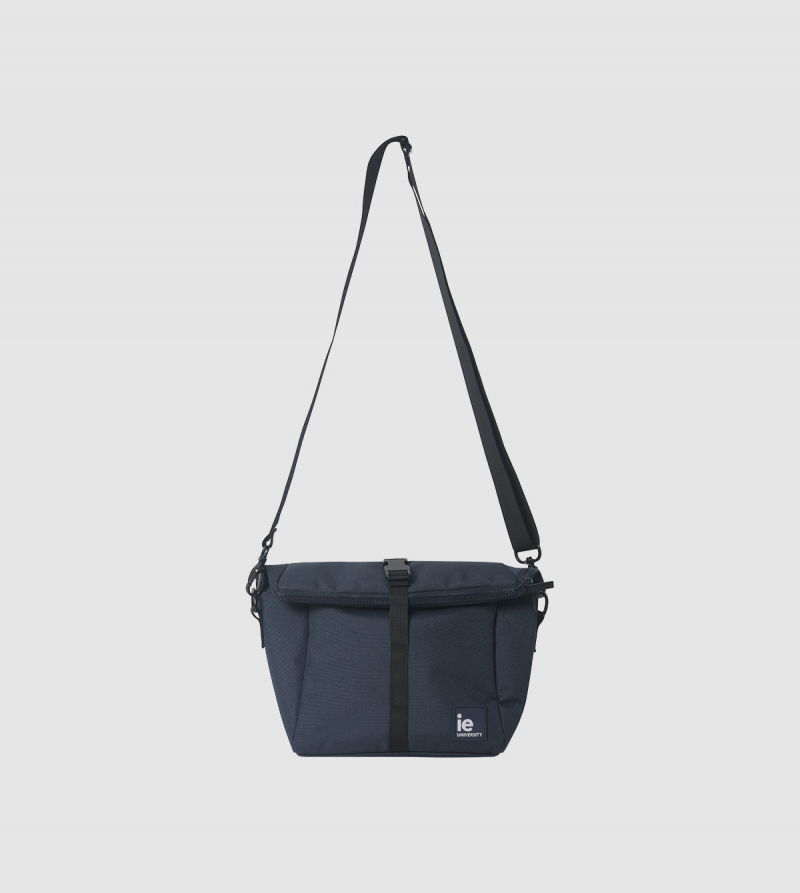 IE University Insulated Lunch Bag. night blue colour front2